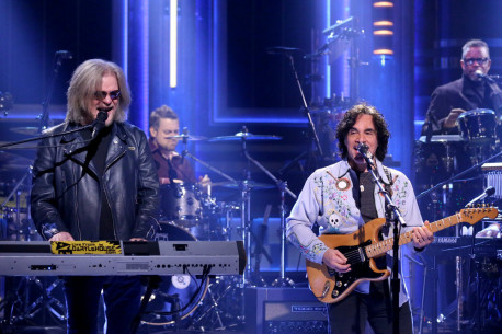 THE TONIGHT SHOW STARRING JIMMY FALLON -- Episode 0422 -- Pictured: (l-r) Musical guests Daryl Hall and John Oates perform on February 22, 2016 -- (Photo by: Andrew Lipovsky/NBC)